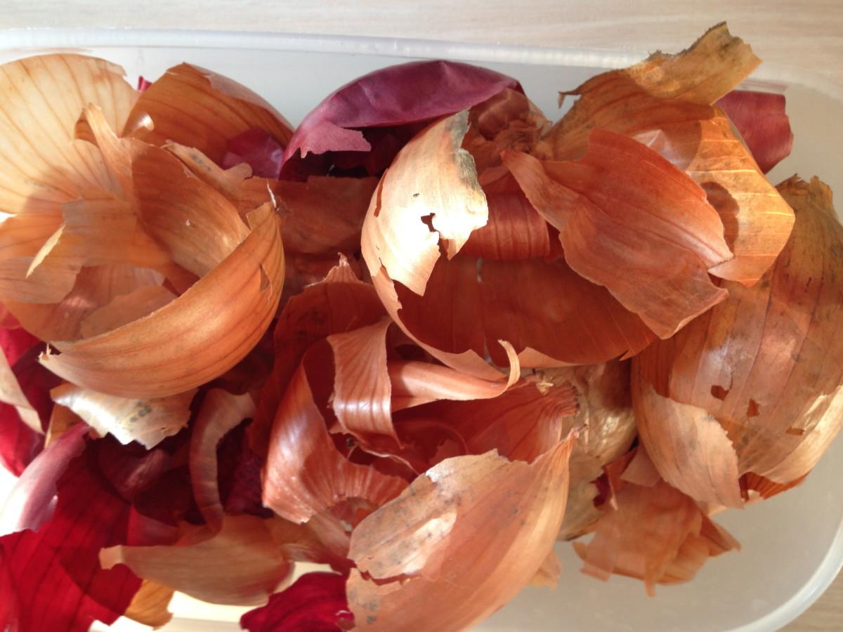 Ostereier mit Zwiebelschalen färben